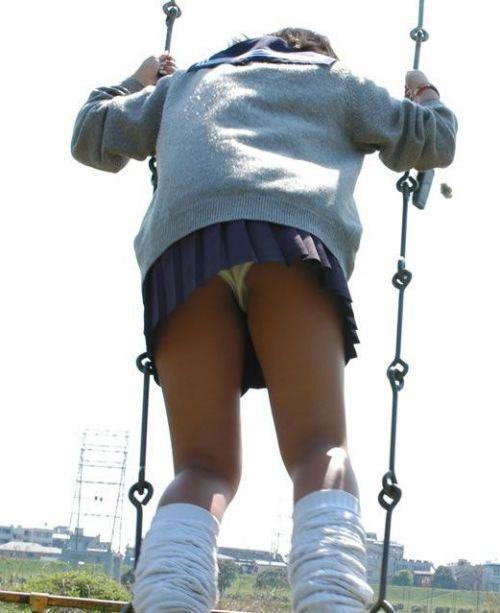 【街撮り盗撮画像】 年中ミニスカのJKの露出に対する集団心理www 37枚 No.4