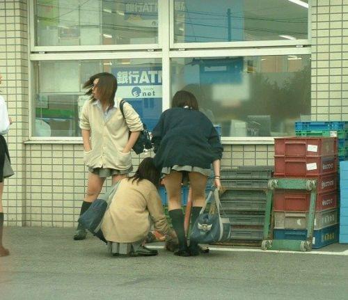 【街撮り盗撮画像】 年中ミニスカのJKの露出に対する集団心理www 37枚 No.13