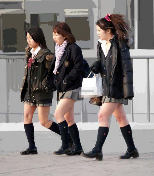 【街撮り盗撮画像】 年中ミニスカのJKの露出に対する集団心理www 37枚 No.17