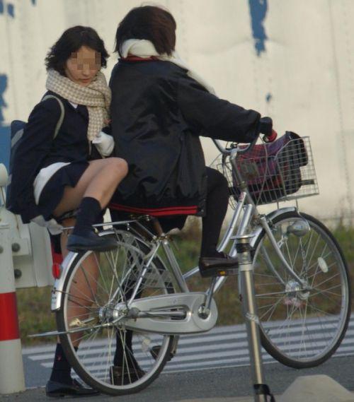 【街撮り盗撮画像】 年中ミニスカのJKの露出に対する集団心理www 37枚 No.20