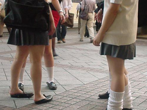【街撮り盗撮画像】 年中ミニスカのJKの露出に対する集団心理www 37枚 No.21