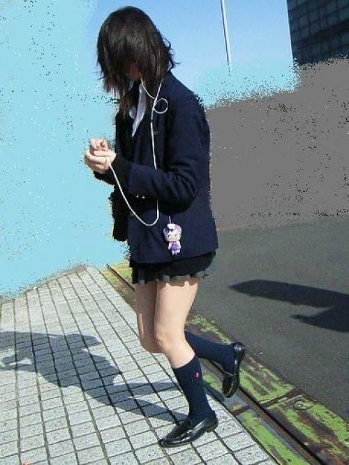 【街撮り盗撮画像】 年中ミニスカのJKの露出に対する集団心理www 37枚 No.22