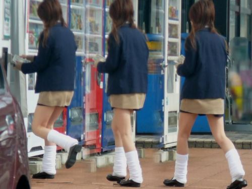【街撮り盗撮画像】 JKのルーズソックスを伸ばすと意外と長くね? 37枚  No.9