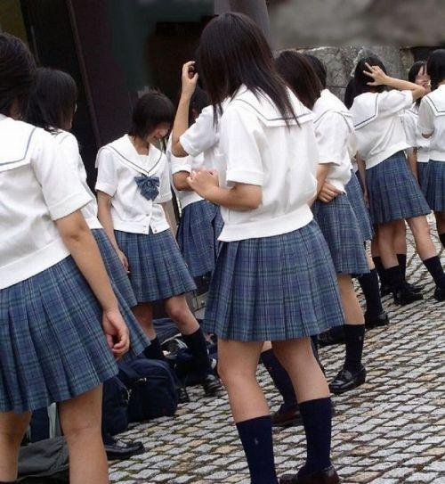 【街撮り盗撮画像】 JKのルーズソックスを伸ばすと意外と長くね? 37枚  No.5