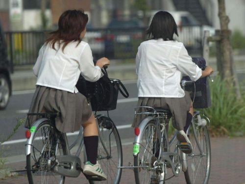 【盗撮画像】 自転車にJKが乗ってる = パンチラという現実 No.1