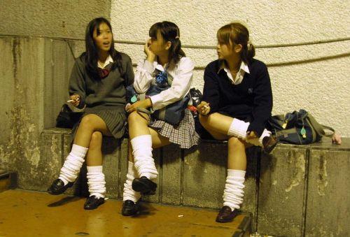 【シコシコ盗撮画像】 JKの太ももが純粋にエロイ! 39枚 No.9