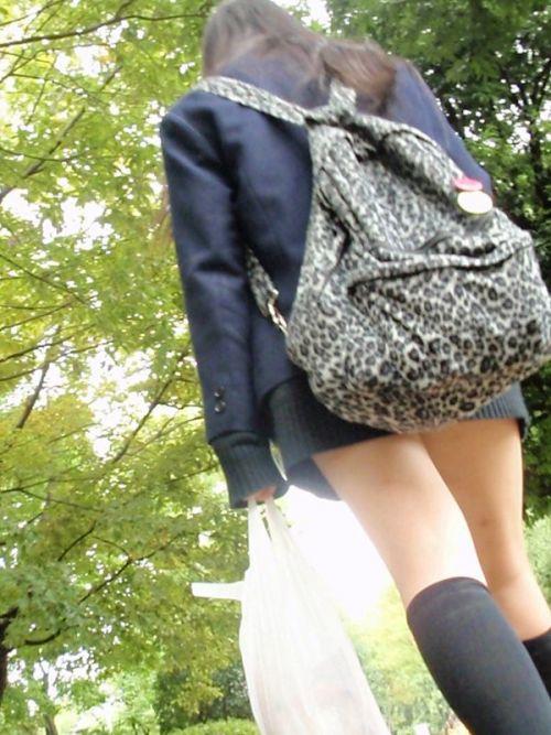 【シコシコ盗撮画像】 JKの太ももが純粋にエロイ! 39枚 No.15