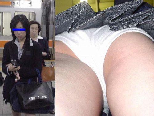 JKのスカートの中がエロ過ぎて思わず勃起しちゃう逆さ撮り盗撮画像 38枚 No.14
