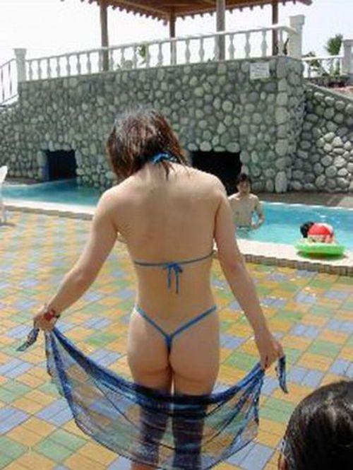 ビーチで露出したがる女性のTバック姿お尻エロ画像 35枚 No.5