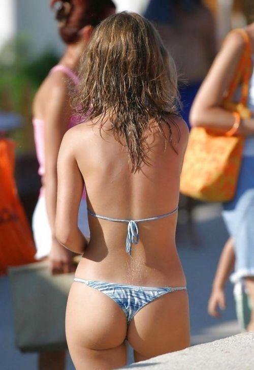 ビーチで露出したがる女性のTバック姿お尻エロ画像 35枚 No.6