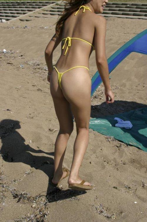 ビーチで露出したがる女性のTバック姿お尻エロ画像 35枚 No.15