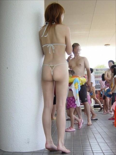 ビーチで露出したがる女性のTバック姿お尻エロ画像 35枚 No.16