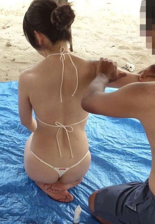 ビーチで露出したがる女性のTバック姿お尻エロ画像 35枚 No.31