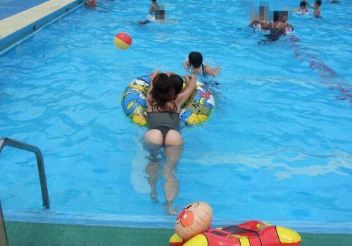 ビーチで露出したがる女性のTバック姿お尻エロ画像 35枚 No.32