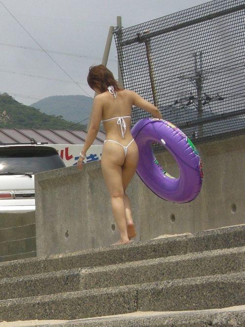 ビーチで露出したがる女性のTバック姿お尻エロ画像 35枚 No.35