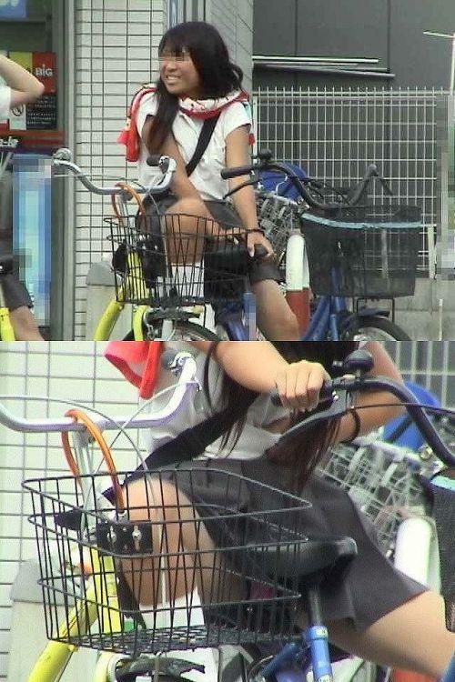 【盗撮画像】ミニスカの女子高生が自転車に乗ってるとパンチラしちゃうよね 39枚 No.36