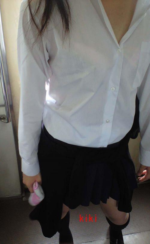 【画像】ブラウスが透けてる女子高生のブラ紐が大人っぽくてエロい 38枚 No.4