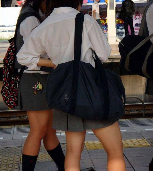 【画像】ブラウスが透けてる女子高生のブラ紐が大人っぽくてエロい 38枚 No.12