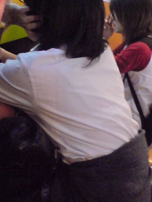 【画像】ブラウスが透けてる女子高生のブラ紐が大人っぽくてエロい 38枚 No.20