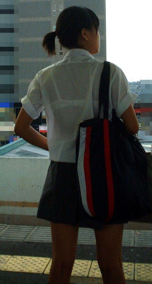 【画像】ブラウスが透けてる女子高生のブラ紐が大人っぽくてエロい 38枚 No.21