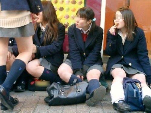 女子高生の街撮り盗撮画像のチョイエロで半勃起だわ! No.1