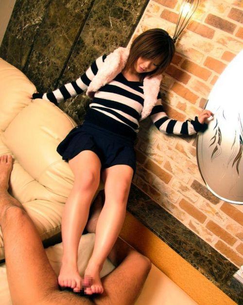 足コキしてるご奉仕大好きな女の子のエロ画像 36枚 No.22