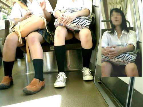 【画像】 電車で大胆に座ってる女子高生の無防備な太ももがエロ過ぎww 38枚 No.16