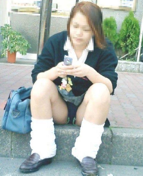 ミニスカ女子高生の見せつけるパンチラエロ画像いっぱい見ちゃう? 40枚 No.17