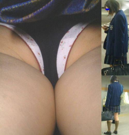 【盗撮画像】どんだけ近くで撮るの?女子高生のパンティ逆さ撮りまとめ 36枚 No.2