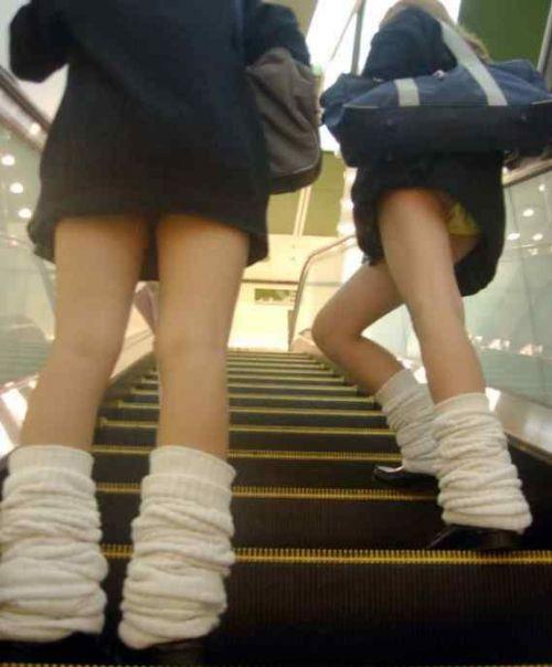 【盗撮画像】斜め下から盗撮しちゃう女子高生のパンチラエロ過ぎ 38枚 No.22