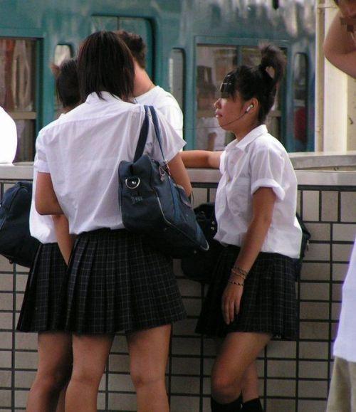 【盗撮画像】テンション上がる女子高生のエロイ生足画像まとめ 39枚 No.9
