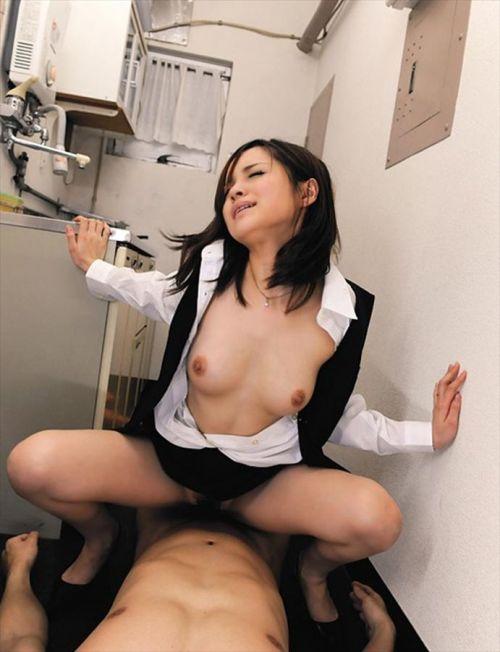 【騎乗位】男にまたがってセックスしてる女の子のエロ画像御覧ください。 38枚 No.6