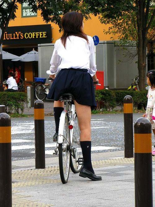 【盗撮画像】ミニスカ女子高生が自転車に乗ると太ももパンチラ見放題 39枚 No.8