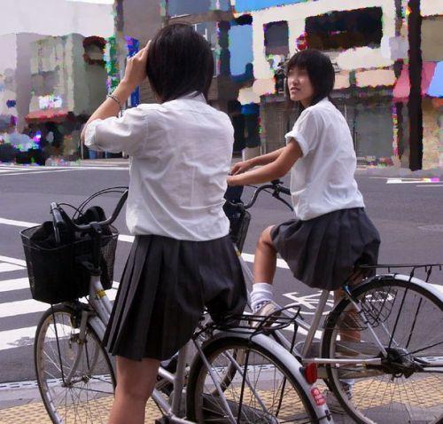 【盗撮画像】ミニスカ女子高生が自転車に乗ると太ももパンチラ見放題 39枚 No.24