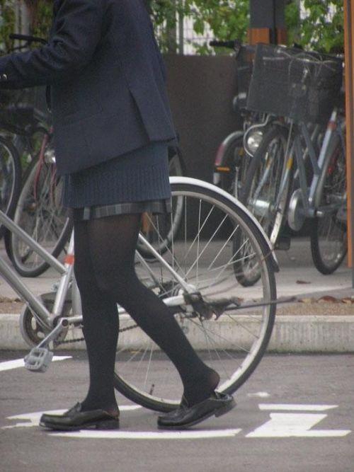 【盗撮画像】ミニスカ女子高生が自転車に乗ると太ももパンチラ見放題 39枚 No.25