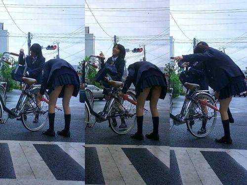 【盗撮画像】ミニスカ女子高生が自転車に乗ると太ももパンチラ見放題 39枚 No.33
