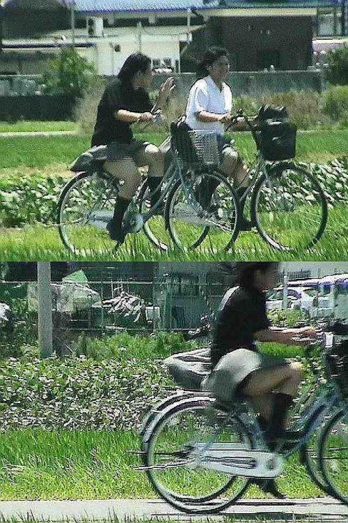 【盗撮画像】ミニスカ女子高生が自転車に乗ると太ももパンチラ見放題 39枚 No.35