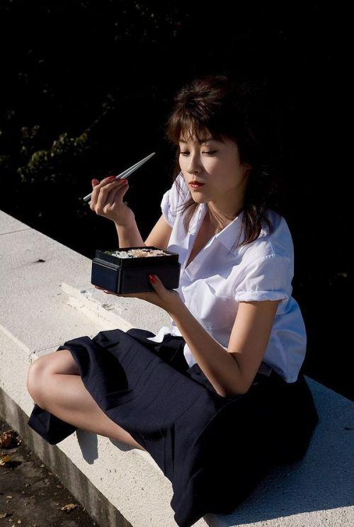 【画像】 モデル並にかわいい女子高生がミニスカでムチムチでパンチラ 36枚 No.5