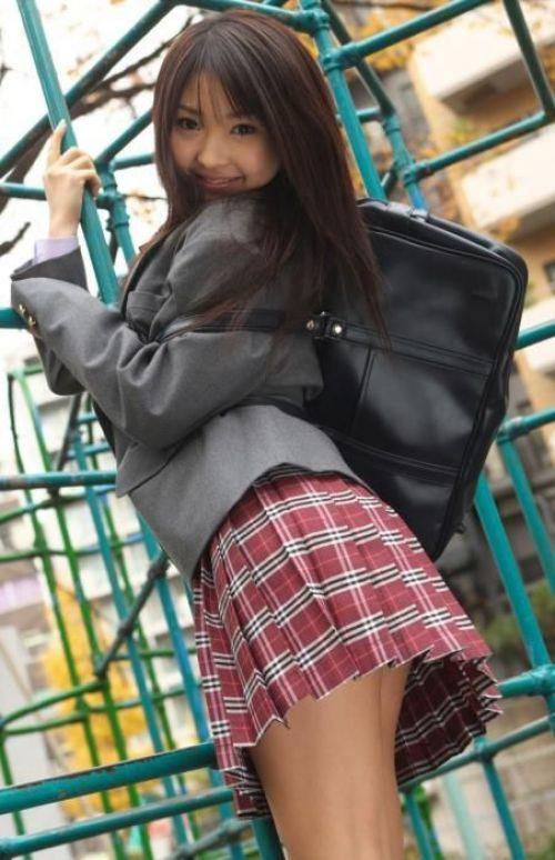 【画像】 モデル並にかわいい女子高生がミニスカでムチムチでパンチラ 36枚 No.14