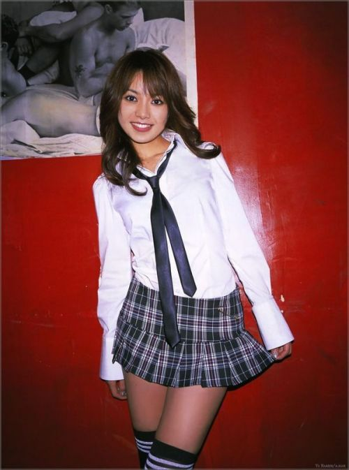 【画像】 モデル並にかわいい女子高生がミニスカでムチムチでパンチラ 36枚 No.15
