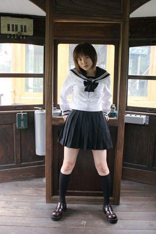 【画像】 モデル並にかわいい女子高生がミニスカでムチムチでパンチラ 36枚 No.16