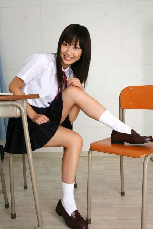 【画像】 モデル並にかわいい女子高生がミニスカでムチムチでパンチラ 36枚 No.17