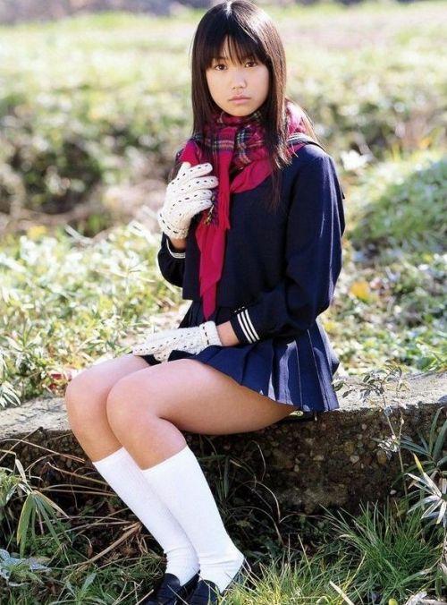 【画像】 モデル並にかわいい女子高生がミニスカでムチムチでパンチラ 36枚 No.23
