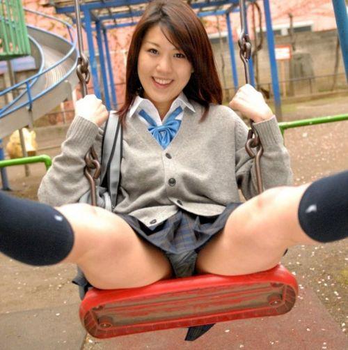 【画像】 モデル並にかわいい女子高生がミニスカでムチムチでパンチラ 36枚 No.28
