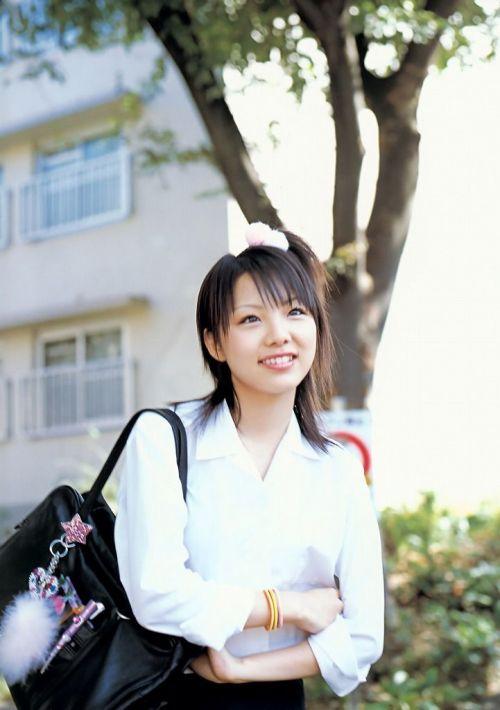 【画像】 モデル並にかわいい女子高生がミニスカでムチムチでパンチラ 36枚 No.30