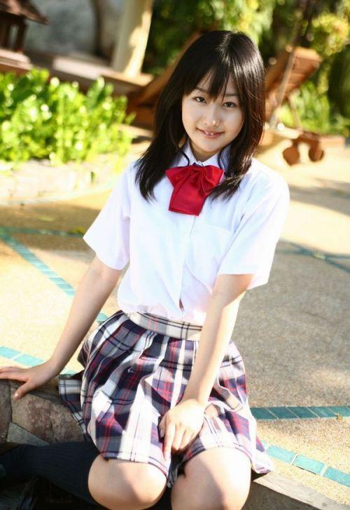 【画像】 モデル並にかわいい女子高生がミニスカでムチムチでパンチラ 36枚 No.31