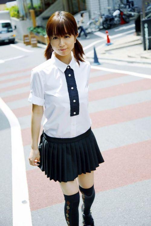 【画像】 モデル並にかわいい女子高生がミニスカでムチムチでパンチラ 36枚 No.32