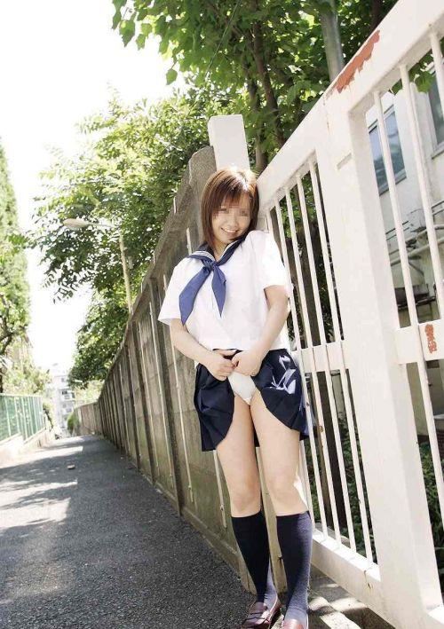 【画像】 パンティを自分で見せつけてくる女子高生がエロ過ぎ! 40枚 No.2