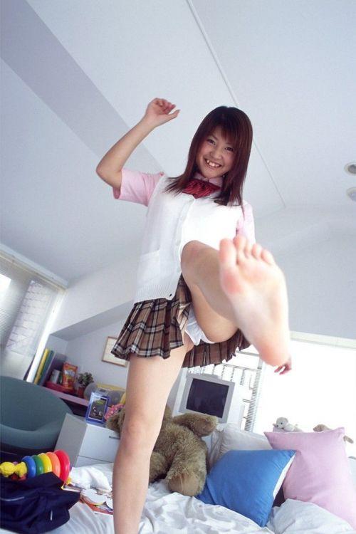 【画像】 パンティを自分で見せつけてくる女子高生がエロ過ぎ! 40枚 No.7