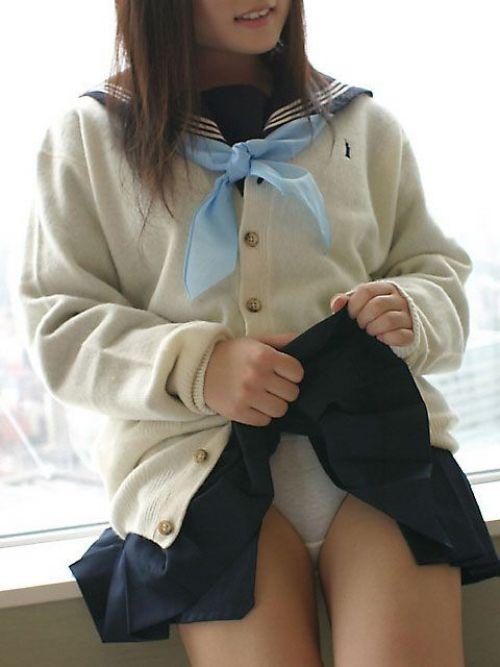 【画像】 パンティを自分で見せつけてくる女子高生がエロ過ぎ! 40枚 No.10